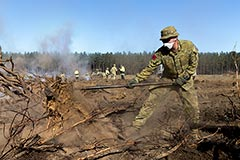 9RAA Gunners put out spot fires during Op Bushfire Assist