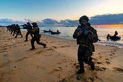 2RAR (Amphib) Diggers deploy at Cowley Beach