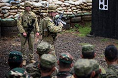 2RAR trains Philippine soldiers Op Augery